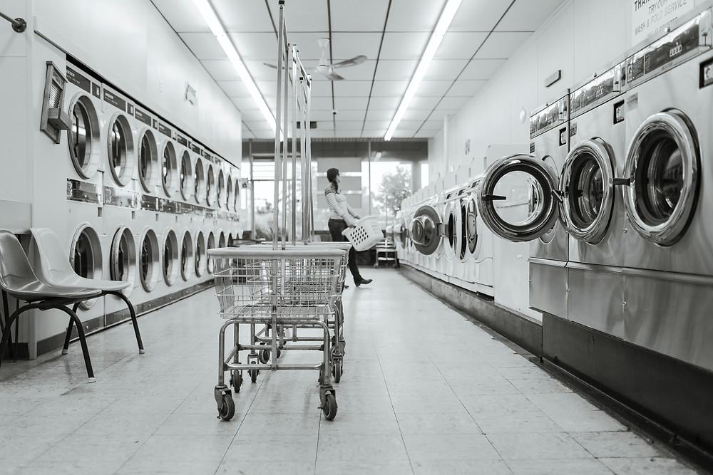 machine a laver portable dans une laverie