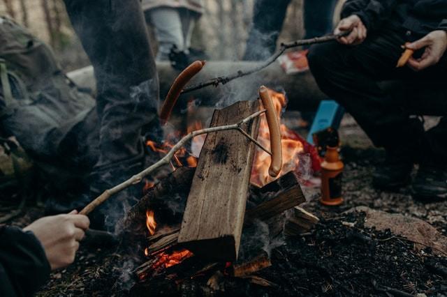 barbecue portable avec saucisse