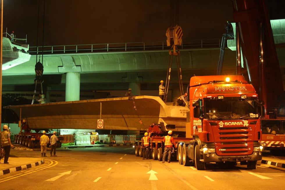 Jurong East MRT Beam 180 ton.JPG