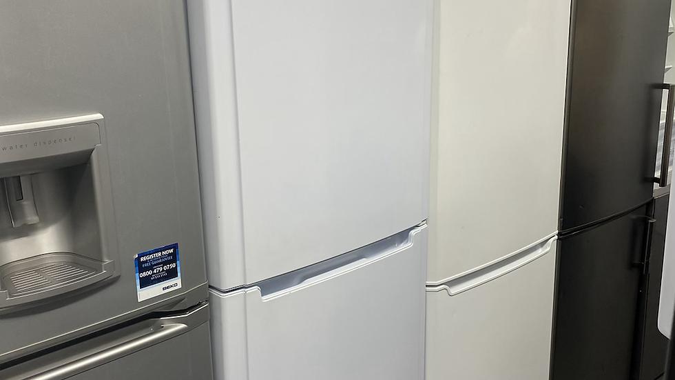 (885) Hotpoint FFFM180P Future Frost Free Freestanding Fridge Freezer - White