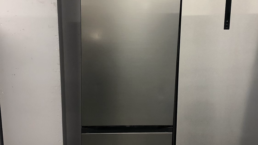 (161) Samsung Fridge Freezer - RB38A7B53S9