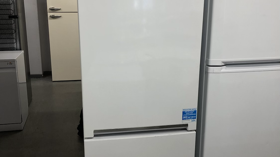 (121) Beko Fridge Freezer - CXFG1685W