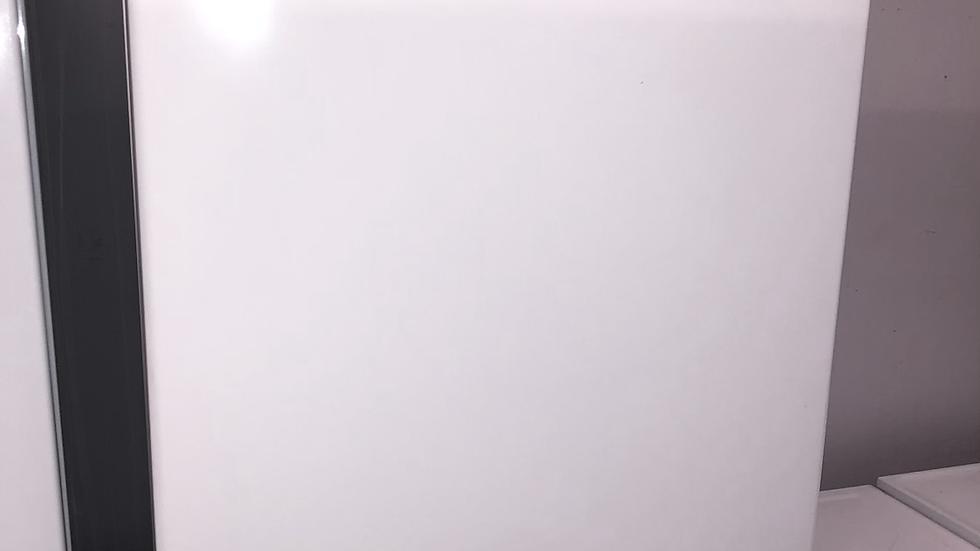 (102) ESSENTIALS CUF55W19 Undercounter Freezer - White