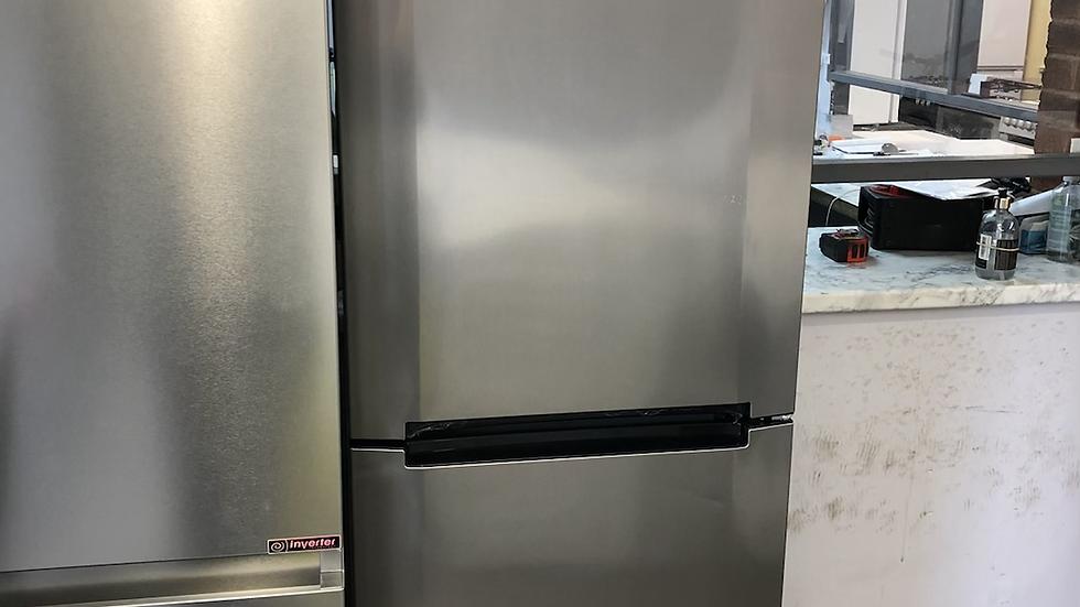 (123) Hoover Fridge Freezer - HMNB6182X5KN