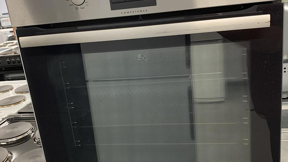 (751) AEG Built in Oven - BP3003021M