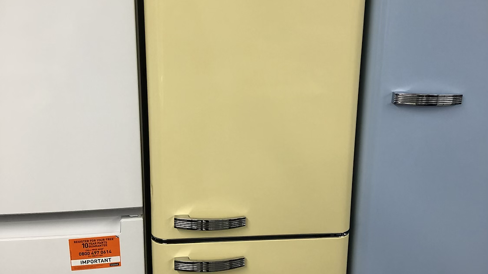 (697) Swan retro style fridge freezer - SR11020CN