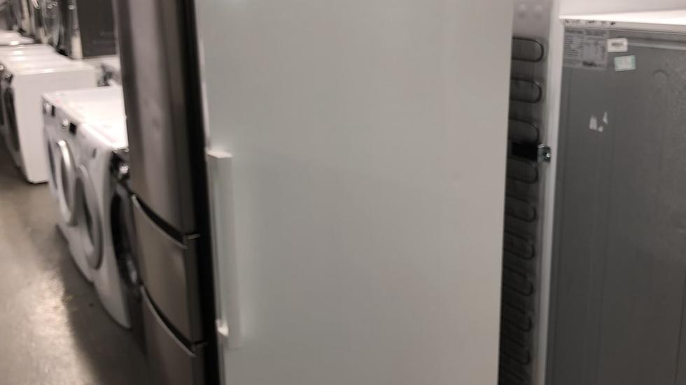 (771) Bosch Tall Freezer -GSN36VWFPG- White