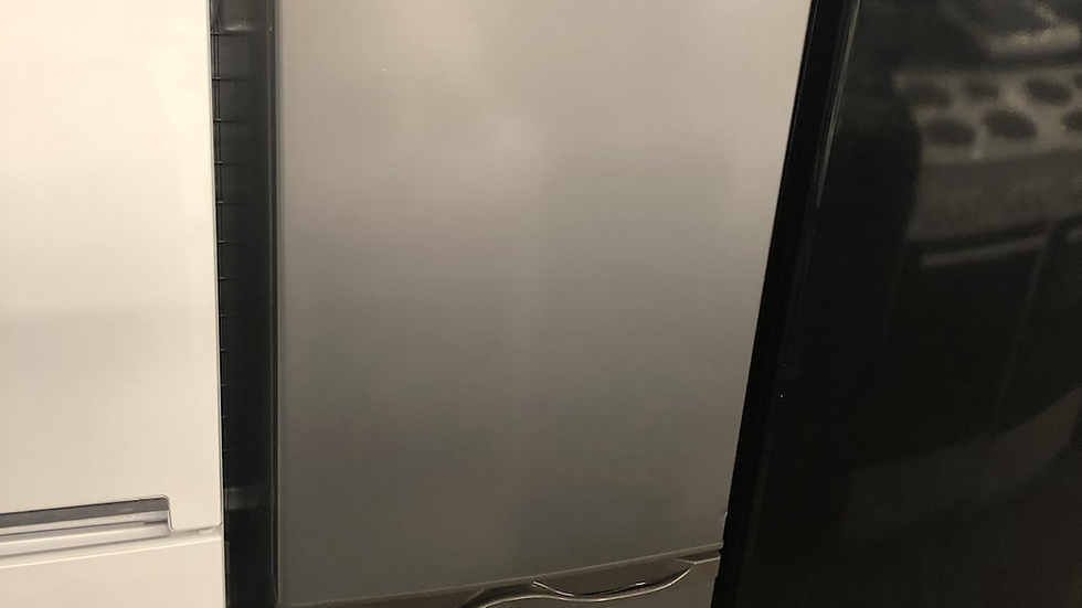 (699) Essentials Fridge freezer - C50BS20- Silver