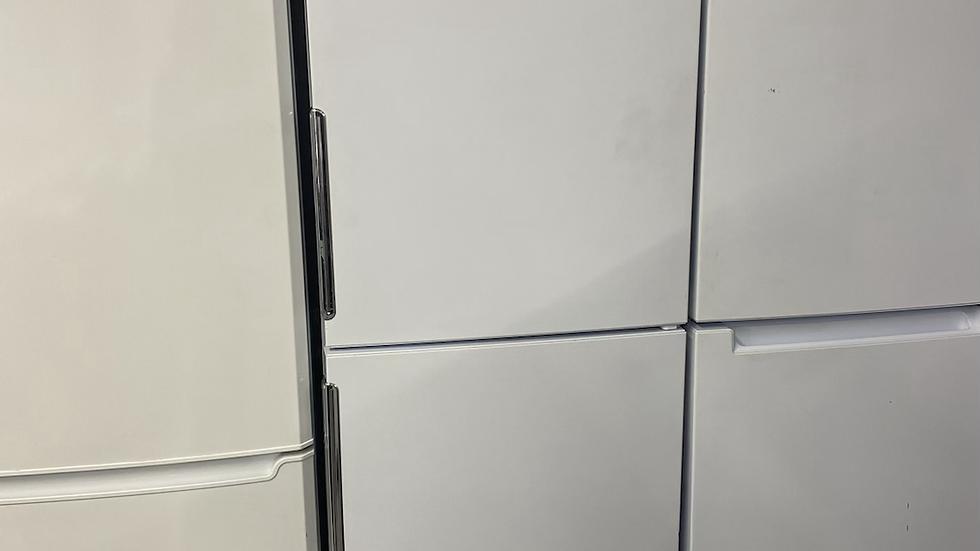 (820) HOTPOINT LAO85 FF1I W.1 FRIDGE FREEZER - WHITE