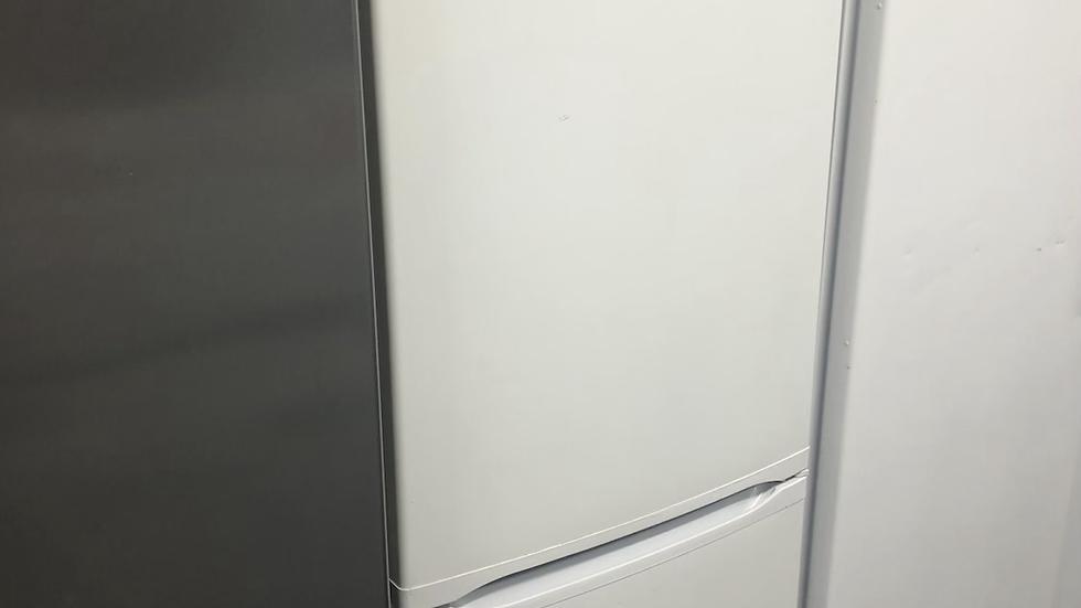 (130) Bosch fridge freezer - freestanding