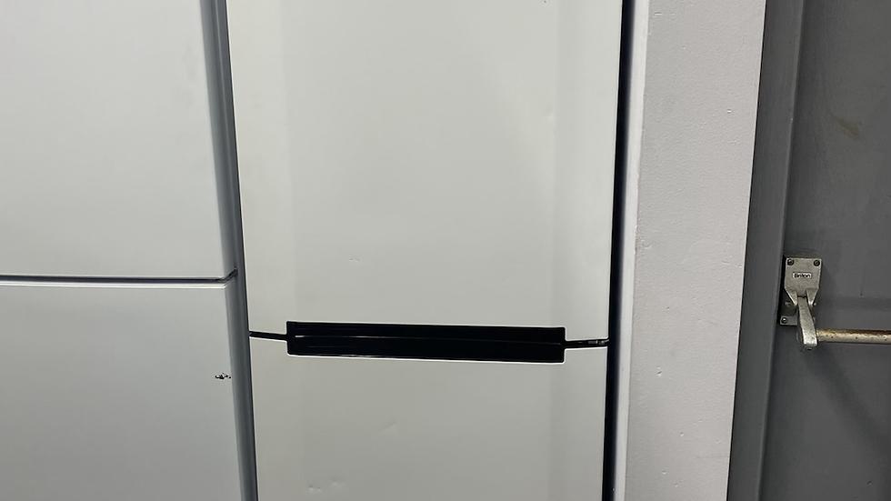(882) Hoover HMNB6182WK Freestanding 65/35 Fridge Freezer, A+ Energy Rating