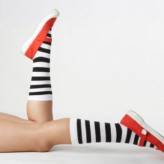 Calcetines despojados En Zapatos
