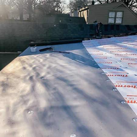 TPO-Installing-No-Limit-Roofing