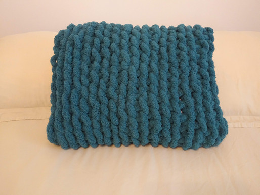 Chunky Yarn Throw Pillow: Re-purposing old projects