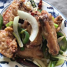 椒鹽雞翅: Salt & Pepper Chicken Wings (8)