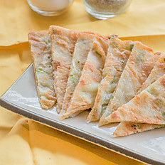 蔥油薄餅: Green Onion Pancake