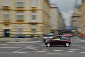 PANNING CAR IN THE CITY - ALBERT VAN HEE