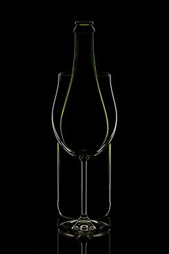 WHITE OULINE BOTTLE GLASS - ALBERT VAN H