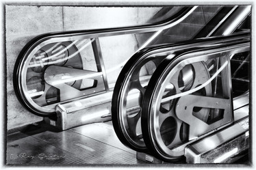 RAY_WHEELS_OF_THE_ESCALATOR_DSC_0140_1 -
