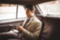Homme d'affaires dans une voiture