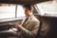 Uomo d'affari in auto
