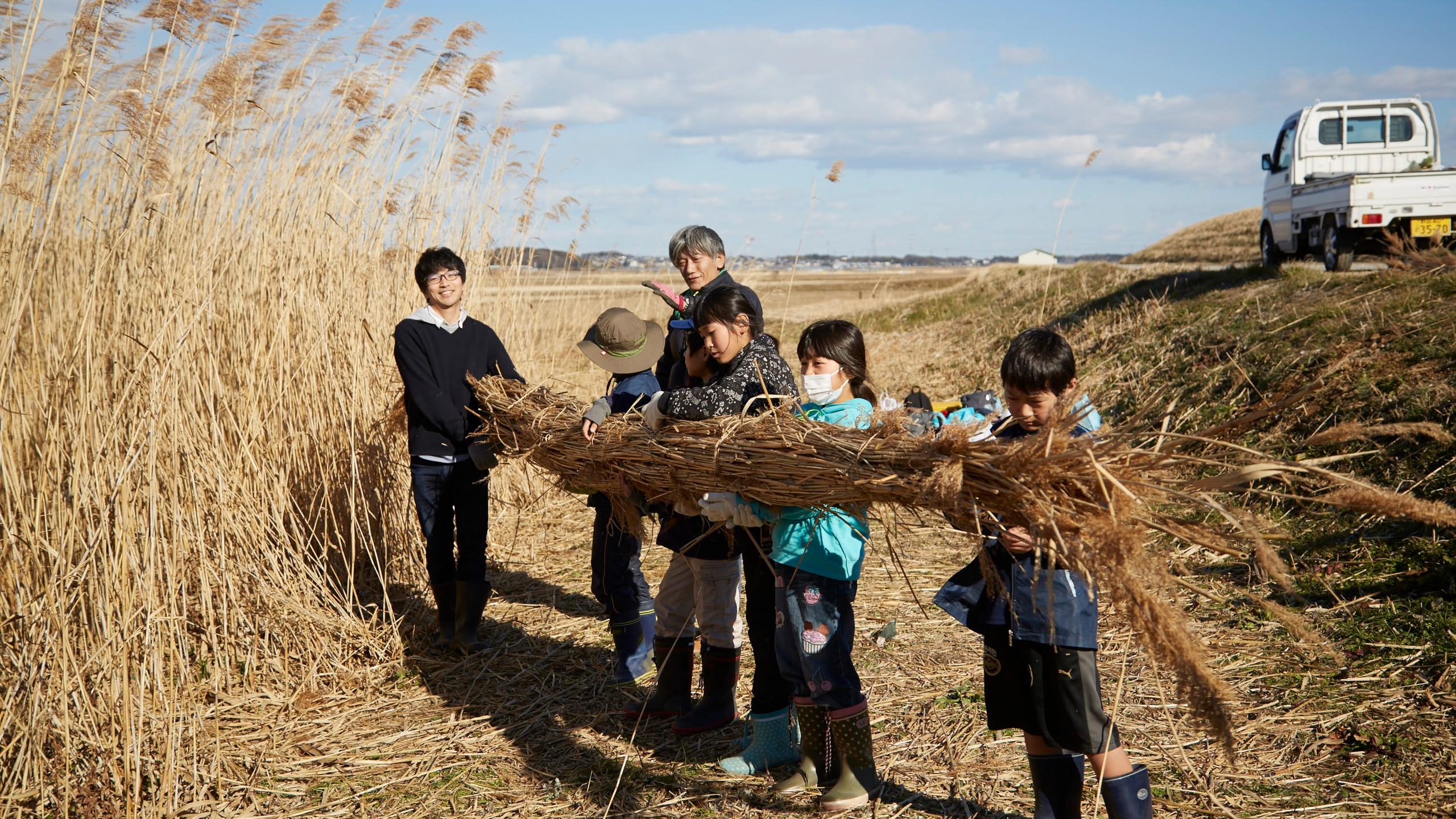 手賀沼の葦(あし)で作る「葦船プロジェクト」 協力:国立環境研究所