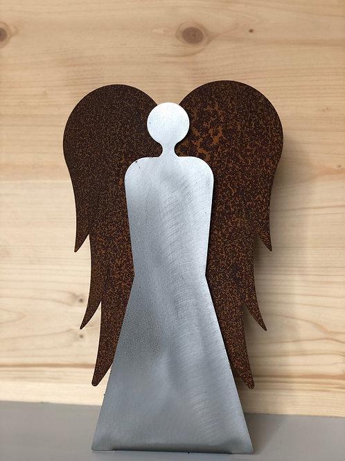Engel stehend Stahl/rostige Flügel