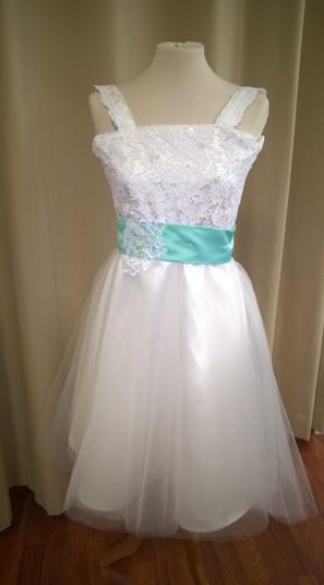 Vaateompelu - Morsiustytön mekko