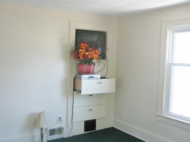 Bedroom 2 (2nd fl)