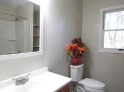 Hall bath (2nd view)
