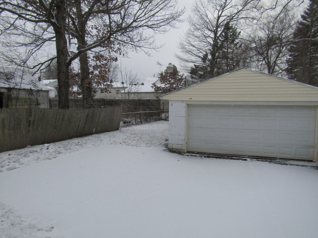 2-car garage with remote
