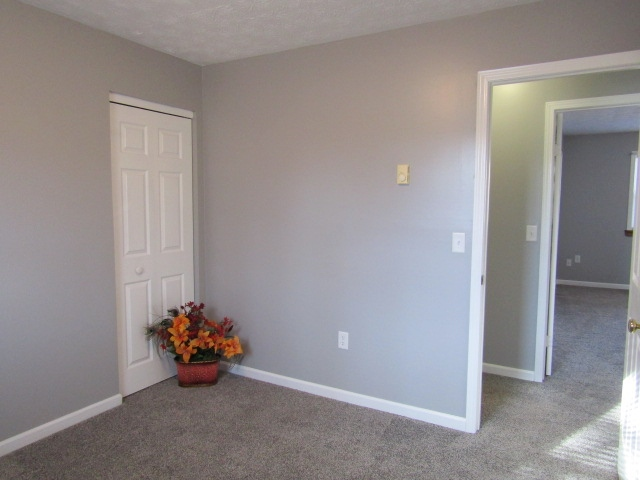 Bedroom middle entry (modest sized closet)