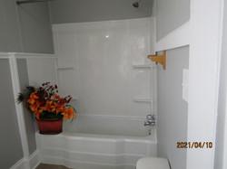 Bathroom tub/shower.