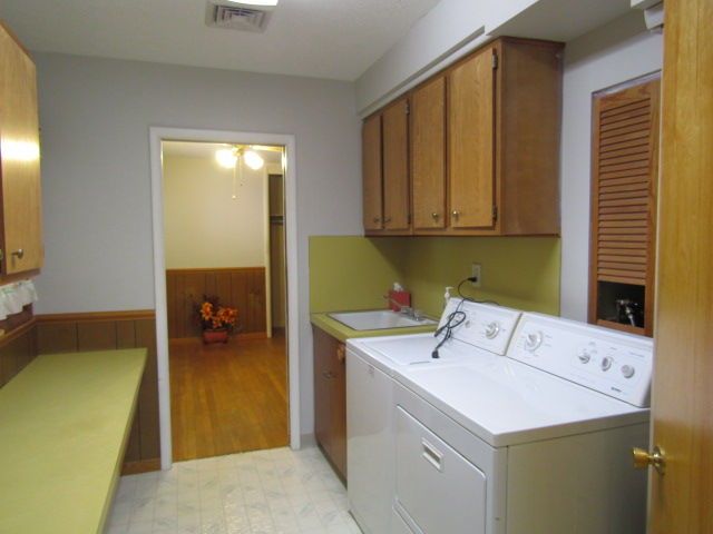 LAUNDRY ROOM TO REC ROOM
