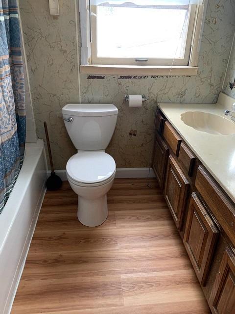 Full bath - new flooring & toilet!