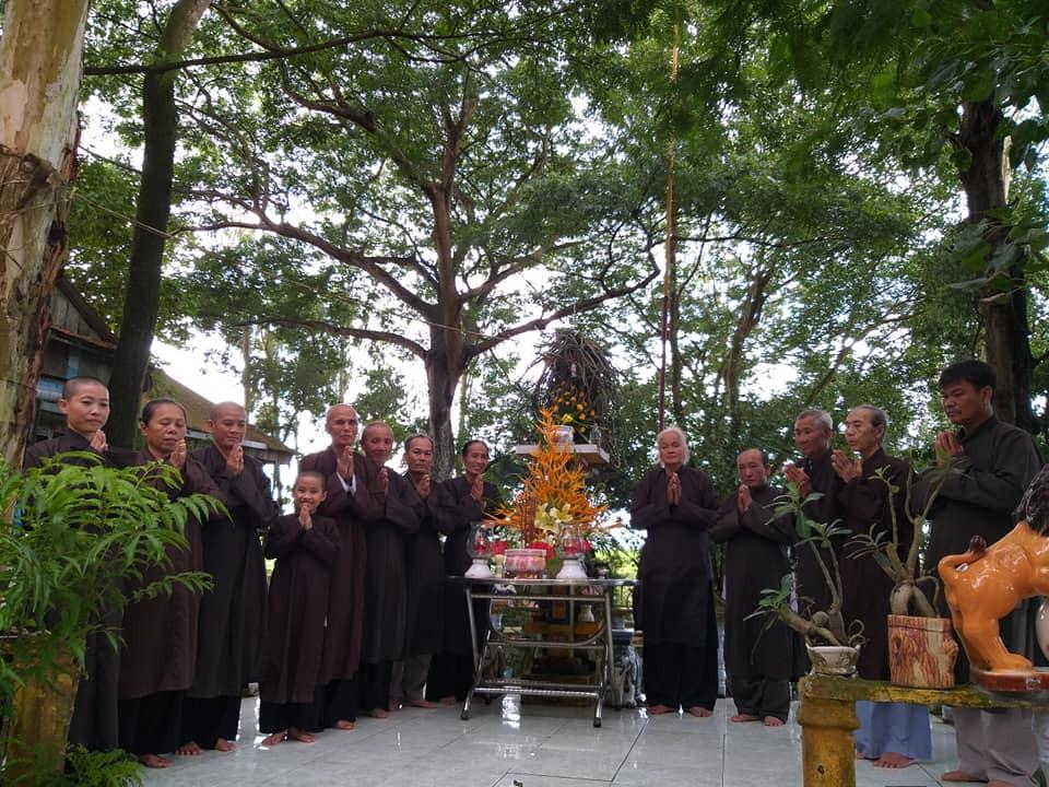Tín đồ Phật giáo Hoà Hảo chùa Quang Minh Tự