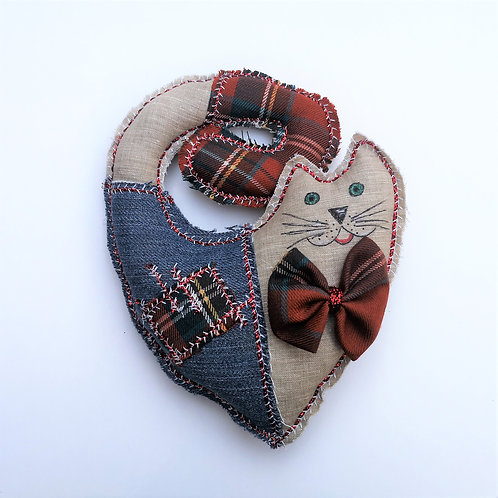 Ръчно изработена котка - сърце  (19 см, текстил, М.Савова)