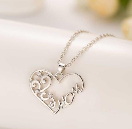 Kолие с висулка сърце / кристали - Mom / Мама в луксозна кутийка