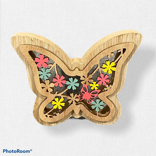 Дървена фигура - пеперуда