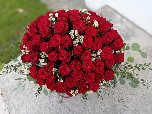 Sarkano rožu grozs (101 roze)