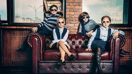 Kinder auf Couch.jpg