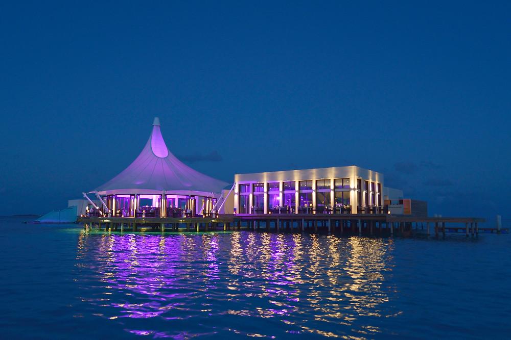 Edge: Restaurant mitten im Ozean