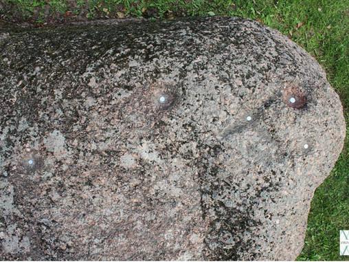 3500 metų senumo radinys ant... Vilniaus šaligatvio