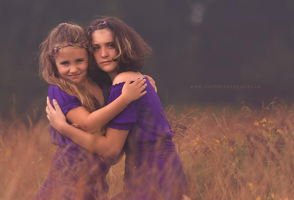 sisters hug 2