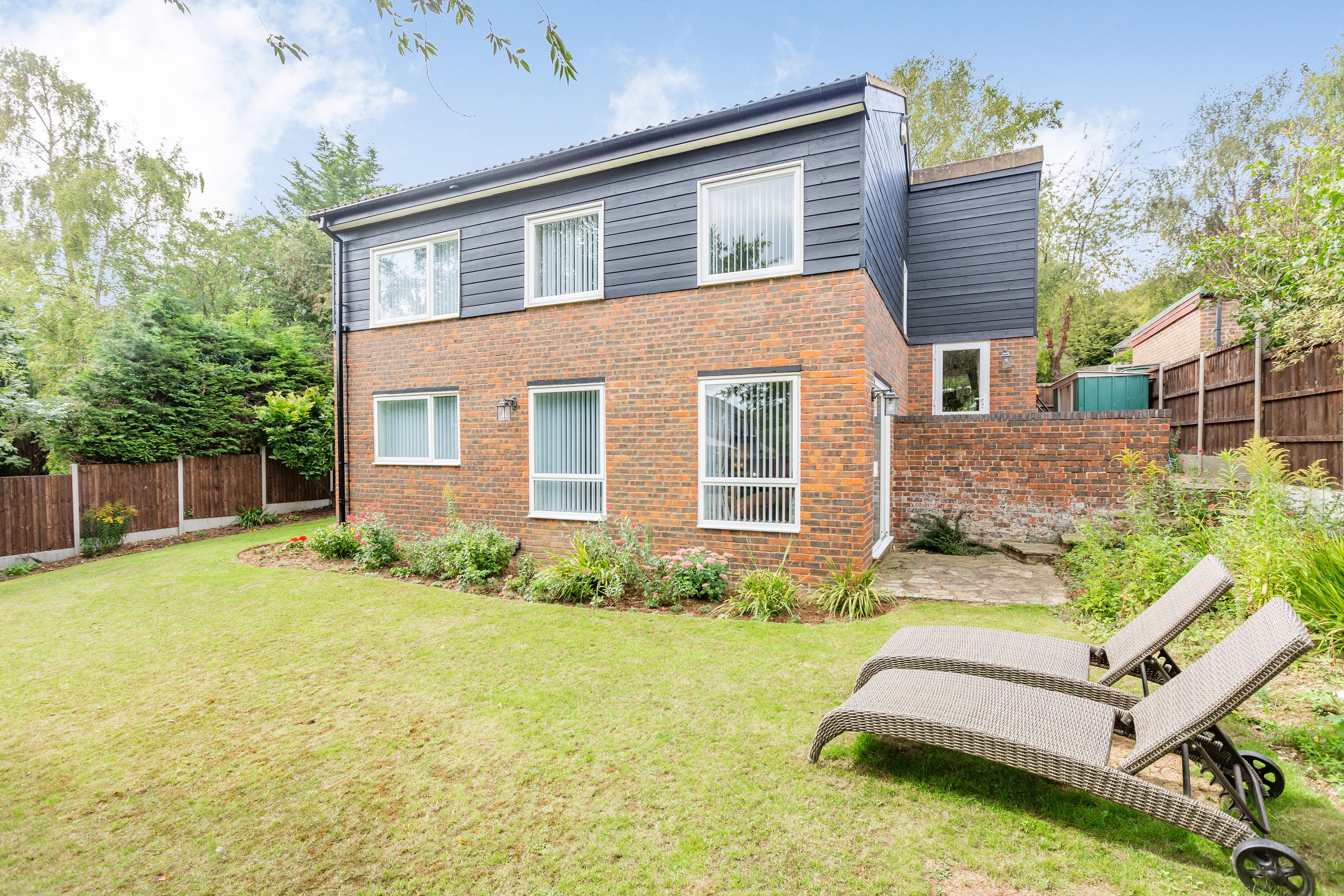 New Ash Green - OIEO £630,000