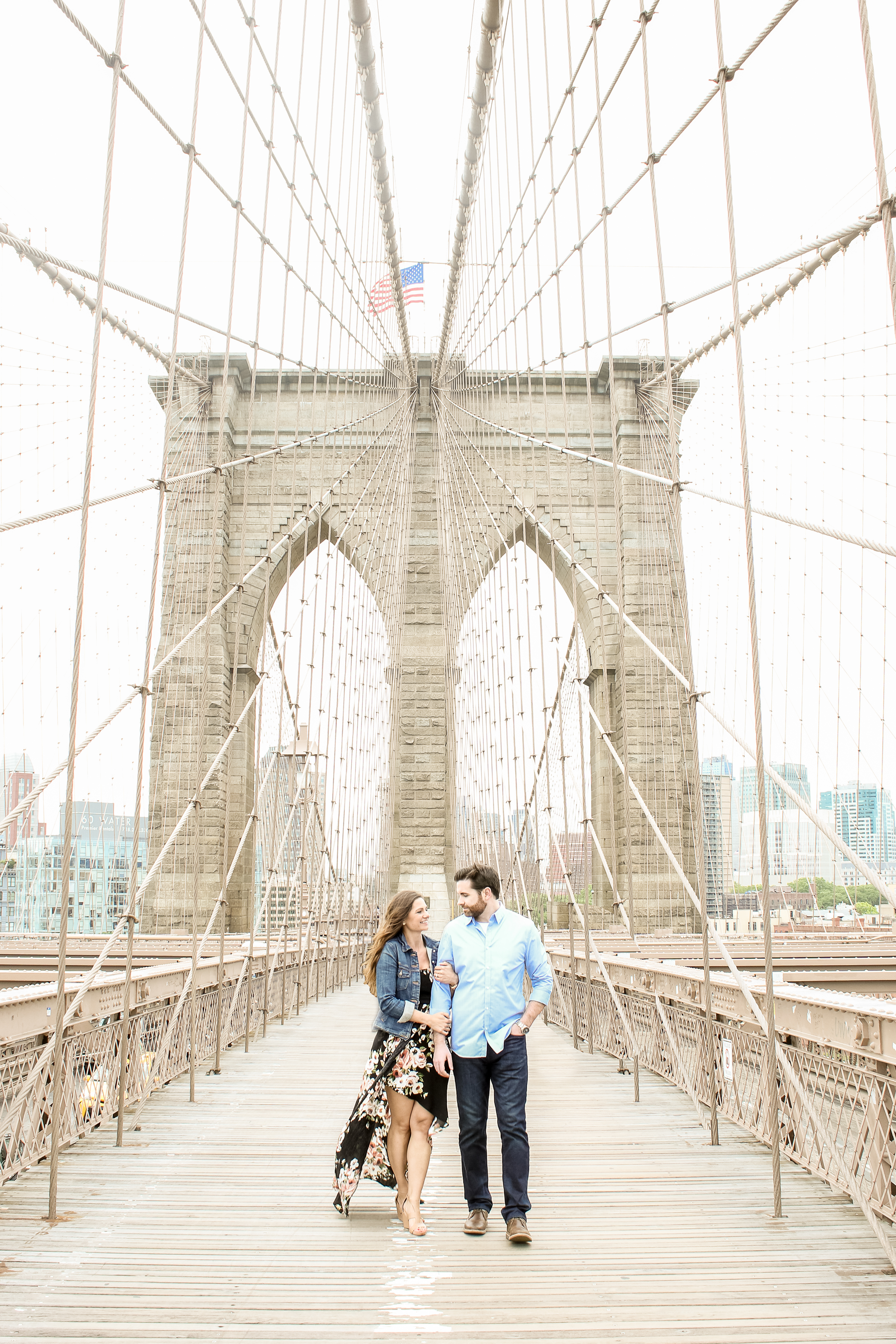 Engaged couple Brooklyn bridge