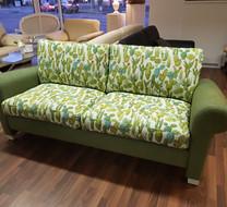 Sofa mit Kaktus-Muster