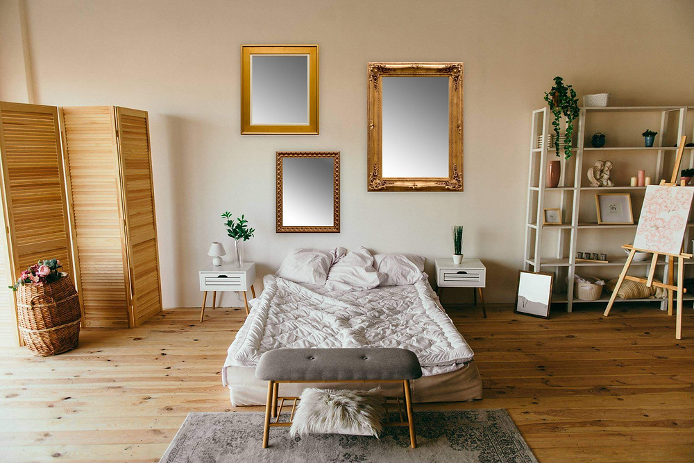 antique mirrors decoration with wood furniture