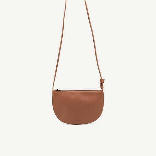 Farou half moon bag • pebbled pu • chestnut