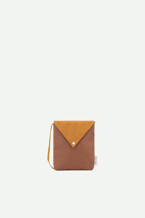 envelope bag | sugar brown + caramel fudge